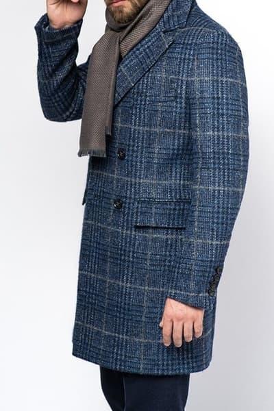 Мужское пальто и шарф